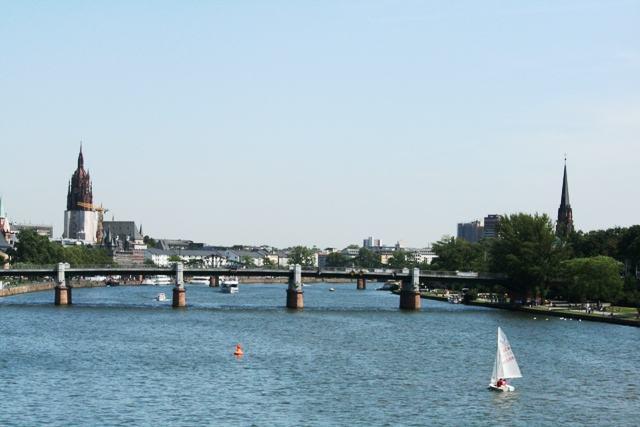 dòng sông Main