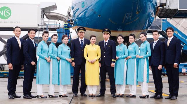 dat ve may bay vietnam airlines di uc