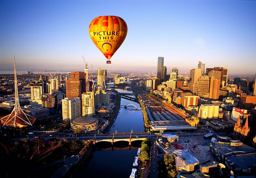 Southbank & The Yarra River at dawn in Melbourne, capital city of Victoria, Australia.