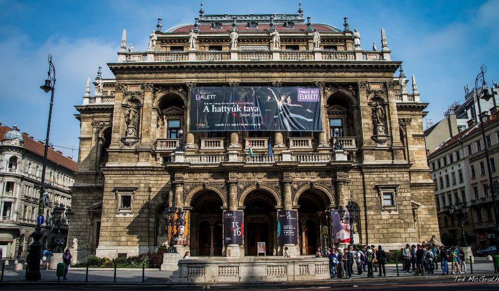 Nha hat Opera Budapest